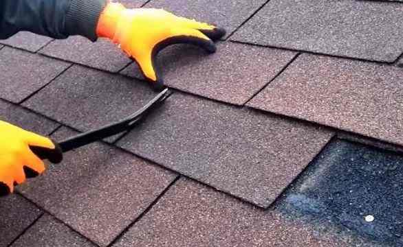 Asphalt shingles roof repair
